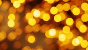 Fondo de oro borroso del bokeh de las luces de la Navidad Iluminación del partido almacen de video