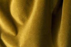 Fondo de oro de la tela del terciopelo, terciopelo, moer, efecto de la cachemira Foto de archivo libre de regalías