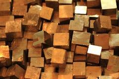 Fondo de oro de los cubos Imagen de archivo libre de regalías