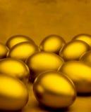 Fondo de oro de los huevos Foto de archivo