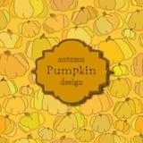 Fondo de oro del otoño con el modelo inconsútil de la calabaza y la etiqueta retra Foto de archivo libre de regalías