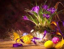 Fondo de Pascua con la flor y los huevos de Pascua Imagen de archivo libre de regalías