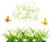 Fondo de Pascua con las mariposas y las flores en hierba
