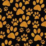 Fondo de Paw Prints Tile Pattern Repeat del perro anaranjado y negro Fotos de archivo libres de regalías