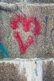 Fondo de piedra antiguo pintado corazón de la pared del bloque Foto de archivo