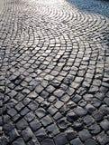 Fondo de piedra de la calle del adoquín en la puesta del sol Imagen de archivo