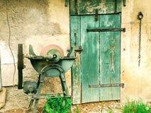Fondo de puertas de madera viejas imagen de archivo