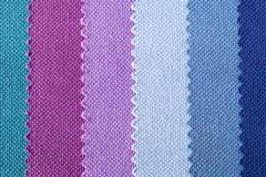 Fondo de rayas coloridas de la tela de algodón, textura Fotos de archivo