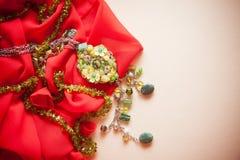 Fondo de Red&pink con los accesorios verdes Imagen de archivo libre de regalías