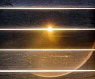 Fondo de tableros de madera con los rayos del sol foto de archivo