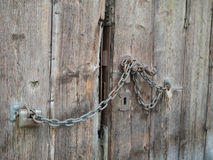Fondo de un viejo cierre de madera marrón de la puerta para arriba Fotografía de archivo