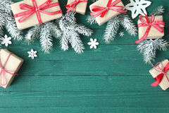 Fondo decorativo de la Navidad con los regalos Fotografía de archivo