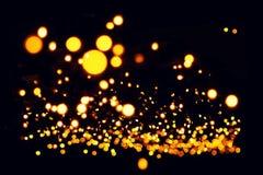 Fondo decorativo - iluminazioni pubbliche gialle delle ghirlande - bokeh Fotografia Stock