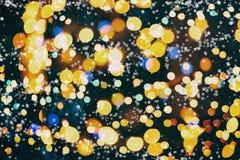Fondo defocused de la noche del bokeh urbano abstracto de la luz en el negro azul de la falta de definición oscura del horizonte  Fotografía de archivo