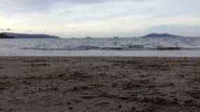 Fondo Defocused del mar en la playa Foto de archivo libre de regalías