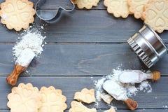 Fondo dei biscotti di biscotto al burro liberi del glutine di cottura Fotografie Stock