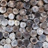 Fondo dei ceppi impilati del legname Fotografie Stock