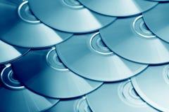 Fondo dei compact disc Parecchi Blu ray disc del dvd del CD Archiviazione di dati digitale registrabile o rewritable ottica fotografia stock libera da diritti