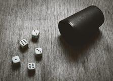 Fondo dei dadi del gioco con copyspace Fotografia Stock Libera da Diritti