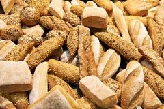 Fondo dei rotoli e dei croissant di cottura del pane Immagini Stock Libere da Diritti