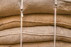 Fondo dei sacchi impilati della tela da imballaggio Fotografia Stock