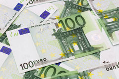 Fondo dei soldi - cento euro banconote delle fatture Fotografia Stock Libera da Diritti