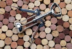 Fondo dei sugheri del vino con una vite del sughero Immagini Stock Libere da Diritti