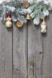 Fondo del árbol de navidad y de las chucherías Imágenes de archivo libres de regalías