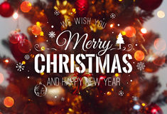 Fondo del árbol de navidad y decoraciones de la Navidad con empañado, chispeando, Feliz Navidad el brillar intensamente y del tex Imagen de archivo