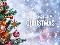Fondo del árbol de navidad y decoraciones de la Navidad con empañado, chispeando, Feliz Navidad el brillar intensamente y del tex Fotografía de archivo libre de regalías