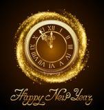 Fondo del Año Nuevo con el reloj de oro Foto de archivo libre de regalías