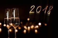 Fondo del Año Nuevo con el vino espumoso Imágenes de archivo libres de regalías