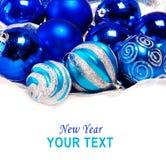 Fondo del Año Nuevo con la bola del azul de la decoración Fotos de archivo libres de regalías