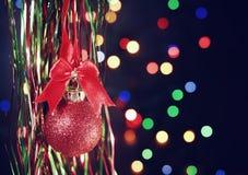 Fondo del Año Nuevo con la bola roja Foto de archivo