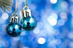 Fondo del Año Nuevo con la decoración azul del ornamento de la bola de la Navidad Imagen de archivo libre de regalías