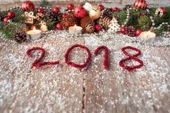 Fondo 2018 del Año Nuevo con los juguetes de la Navidad y la Navidad fresca Fotografía de archivo