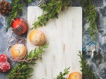 Fondo del Año Nuevo de la Navidad con el tablero blanco Foto de archivo libre de regalías