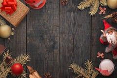 Fondo del Año Nuevo de la Navidad de las decoraciones puestas de la Navidad del color oro Imágenes de archivo libres de regalías
