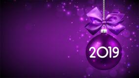 Fondo del Año Nuevo de la púrpura 2019 con la bola de la Navidad stock de ilustración