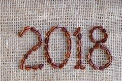 Fondo del Año Nuevo de los granos de café 2018 años Imágenes de archivo libres de regalías