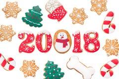 Fondo del Año Nuevo, 2018, año del perro, pan de jengibre aislado Imágenes de archivo libres de regalías