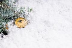 Fondo del Año Nuevo un reloj del vintage en la medianoche Imagen de archivo libre de regalías