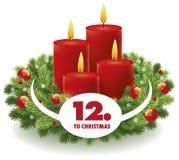 Fondo del advenimiento de la Navidad con la guirnalda y las velas Foto de archivo libre de regalías