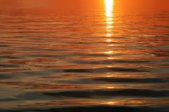 Fondo del agua de la onda de la luz del sol Fotos de archivo