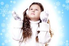 Fondo del azul de la escama de la nieve de la muchacha del invierno Fotografía de archivo