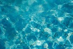 Fondo del azul de la piscina Fotos de archivo libres de regalías