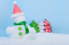 Fondo del azul del día de la Navidad blanca del muñeco de nieve Fotografía de archivo libre de regalías