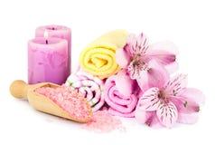 Fondo del balneario con las flores y los accesorios del baño Fotos de archivo libres de regalías