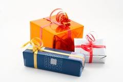 Fondo del blanco de tres rectángulos de regalo Imagenes de archivo