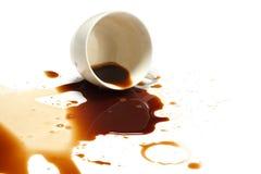Fondo del blanco del accidente de la mancha del derramamiento del café foto de archivo libre de regalías